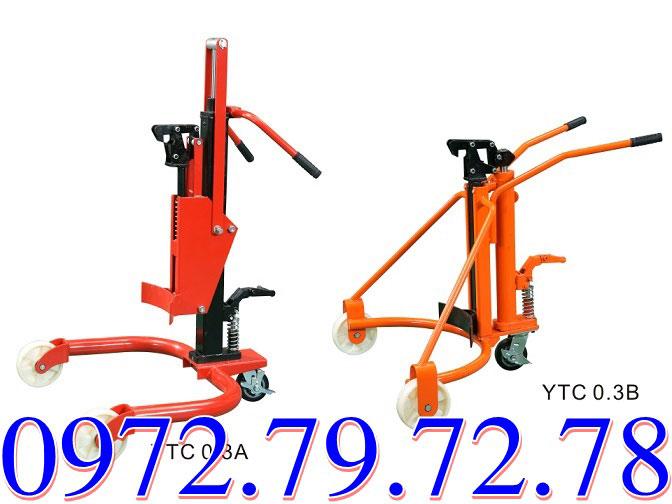 Xe nâng kẹp phuy YTC0.3A