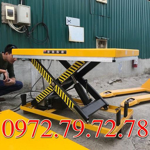 giá bàn nâng điện 2 tấn